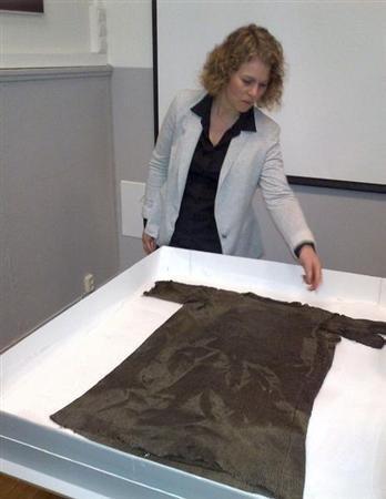 Hallan túnica previkinga tras el deshielo de un glaciar