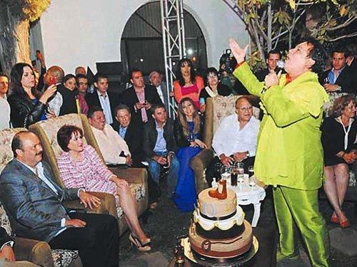 Gobernador del PAN realiza fastuosa fiesta y enciende polémica