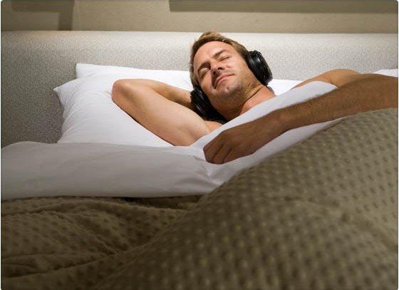 Los beneficios de dormirte con música