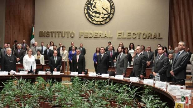 Quiénes son los políticos que quieren ser consejeros del IFE