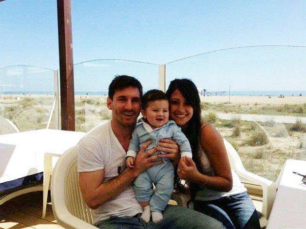 Foto: Lionel Messi presenta a su hijo Thiago
