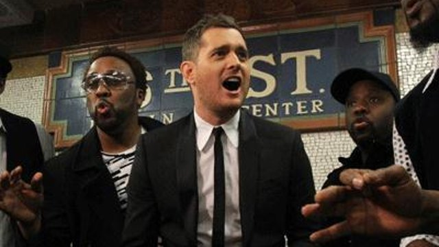 Video: Michael Bublé canta en el metro de Nueva York