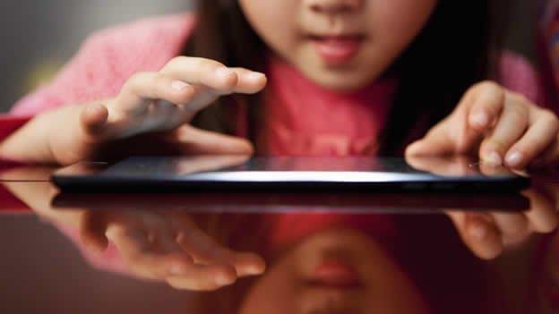 ¿Qué hacer si hay fotos de tu hijo en internet?