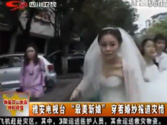 Video insólito:Deja su boda para informar del terremoto