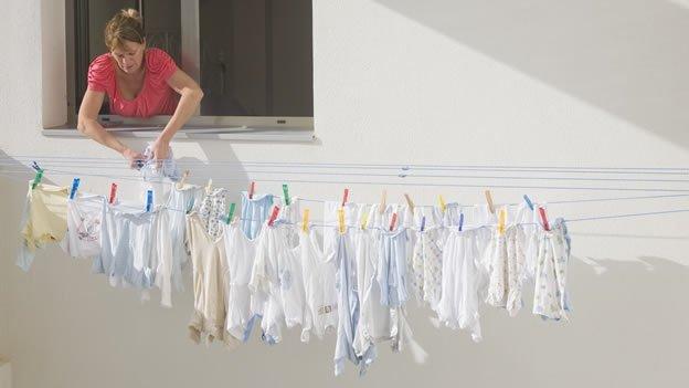 Crisis económica: Político pide no lavar la ropa para ahorrar agua