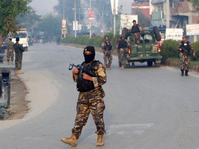 Ataque talibán deja más de 50 muertos en Afganistán