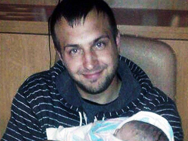 Lo arrestan por meter a bebé en congelador 'porque no dejaba de llorar'