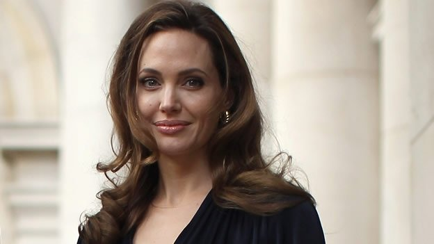 Angelina Jolie se somete doble mastectomía