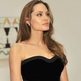 ¿La doble mastectomía de Angelina Jolie es un fraude?