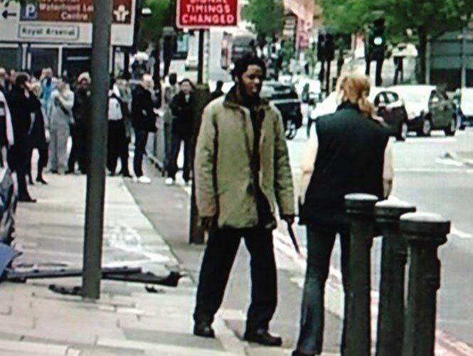 Video: Una mujer se enfrentó a los asesinos del soldado en Londres