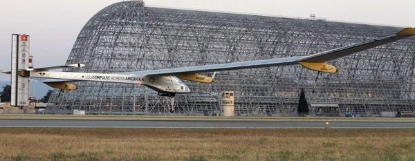 Avión solar ya sobrevuela Estados Unidos - Fotos