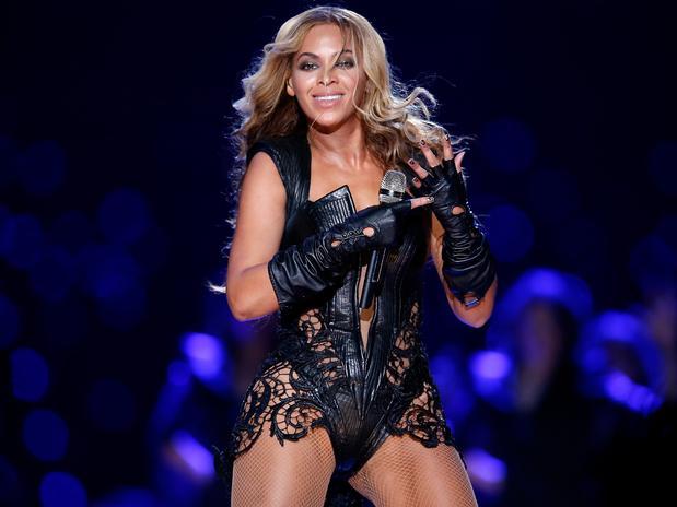 Beyoncé indignada con fan que le toca el trasero