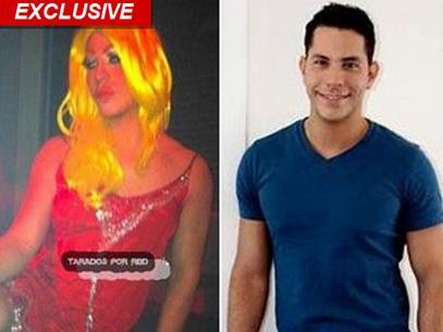 Christian Chávez preso por foto vestido de mujer