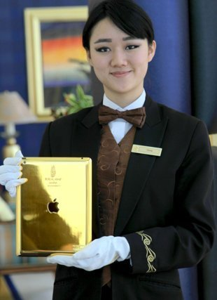 Insólito: Hotel regala iPads de oro a turistas