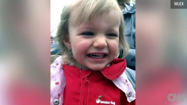 Niño mata de un disparo a su hermanita de dos