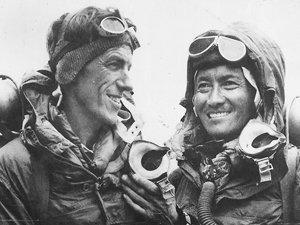 ¿Quiénes llegaron primero al Everest?