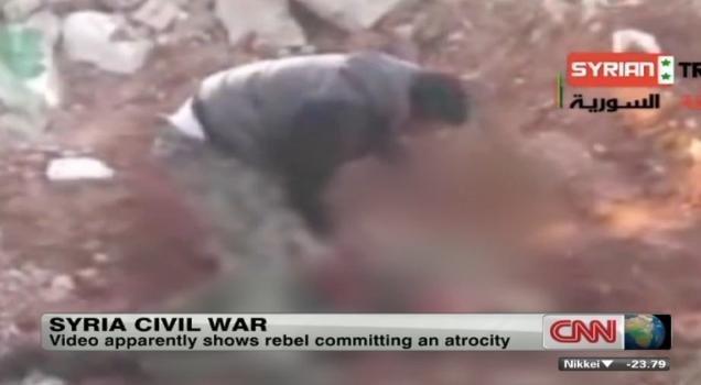 Un rebelde sirio se come el corazón de un soldado - Video Fuerte