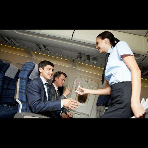 Qué servicios son gratuitos durante un viaje en avión