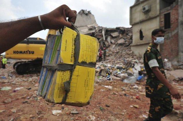 Hallan tesoro entre los escombros de Bangladesh