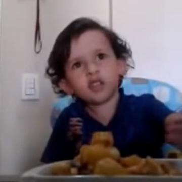Video: El niño que no quiere comer carne