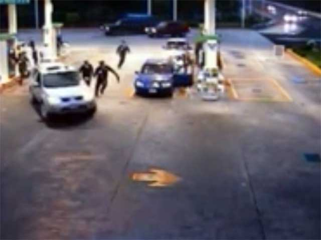 Video: Hombre atropella y mata a mujer en gasolinera