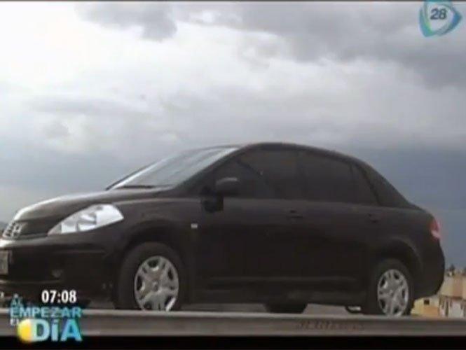 Hallan a niña de tres años muerta en un auto - Video