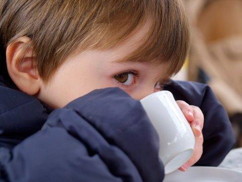 ¿Es conveniente que los niños consuman cafeína?