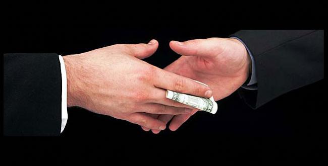 ¿Estar expuesto al dinero induce a la corrupción?