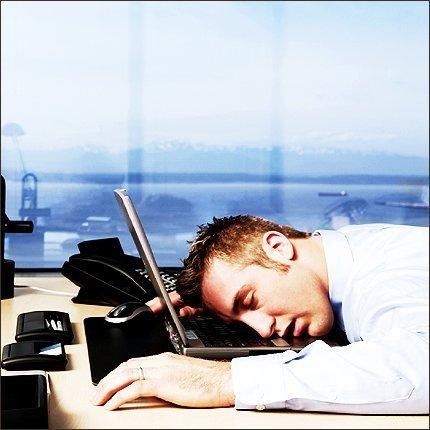 Cajero se duerme sobre el teclado y transfiere millones de euros