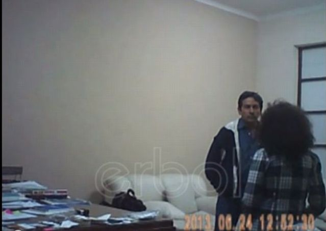 Video: Ex embajador de Bolivia golpea a su secretaria