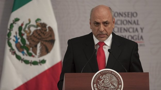 Francia condecora a tres científicos mexicanos