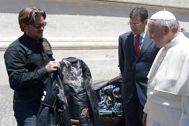 El Papa Francisco recibe dos Harley-Davidson - Fotos