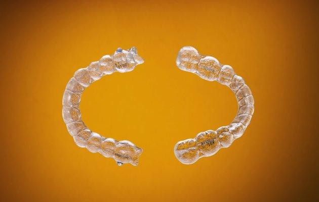 Nueva ortodoncia Invisalign: Ventajas y desventajas