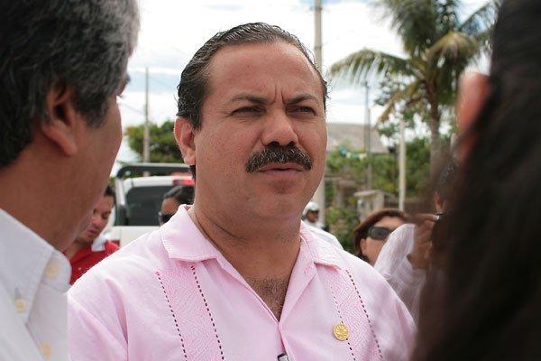 Video: Alcalde de Cancún recibe dinero