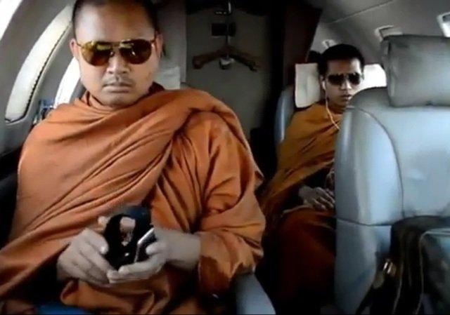Video polémico: Budista vive como millonario