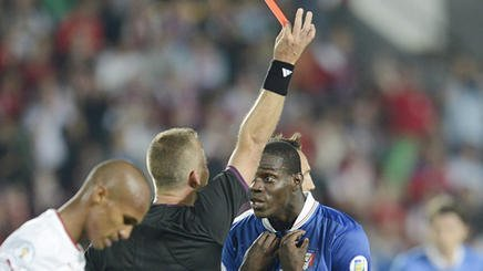 Video: El momento de furia de Mario Balotelli