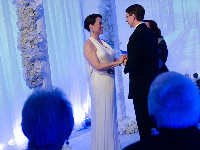 Cómo pedir la ayuda para el matrimonio civil