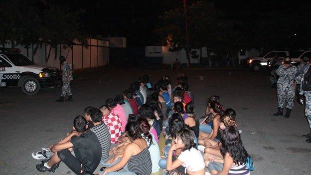 Detienen a 62 menores de edad en Veracruz