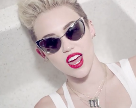 Miley Cyrus emplea a una fan como asistente