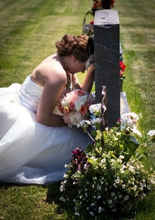 Foto de novia en una tumba furor mundial