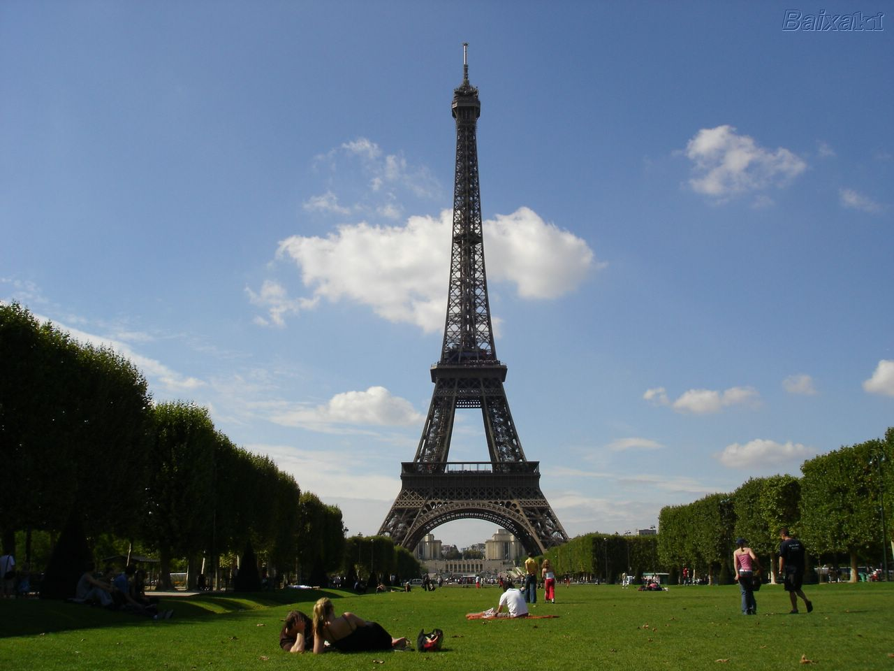 La Torre Eiffel cerrada por huelga laboral