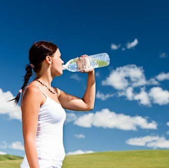 Por qué el agua nos ayuda a perder peso