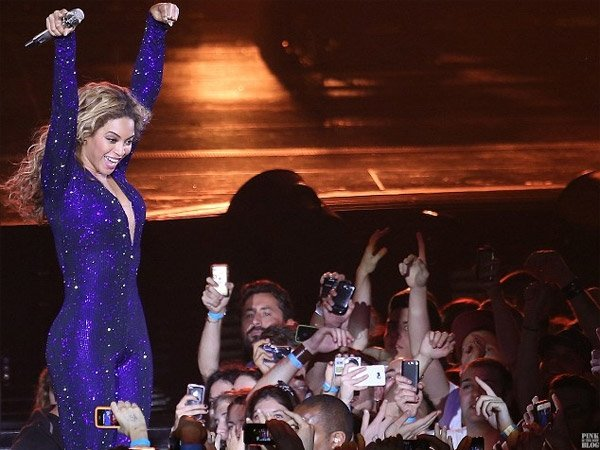 Video: Beyoncé deja inconsciente a un fan