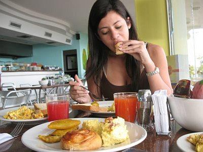 Causas del consumo excesivo de alimentos