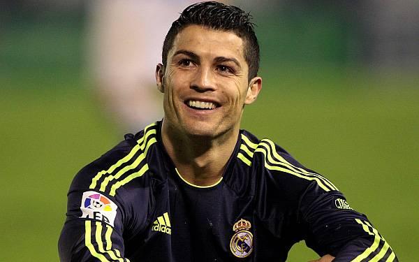 Cristiano Ronaldo le rompe el brazo a a un niño