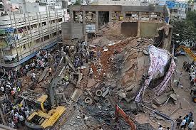 Derrumbe de hotel en la India deja 13 muertos