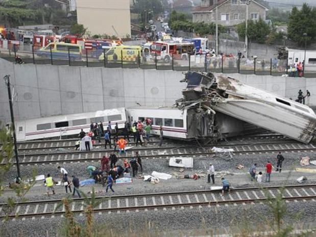 Video: momento del descarrilamiento del tren en Santiago de Compostela, España