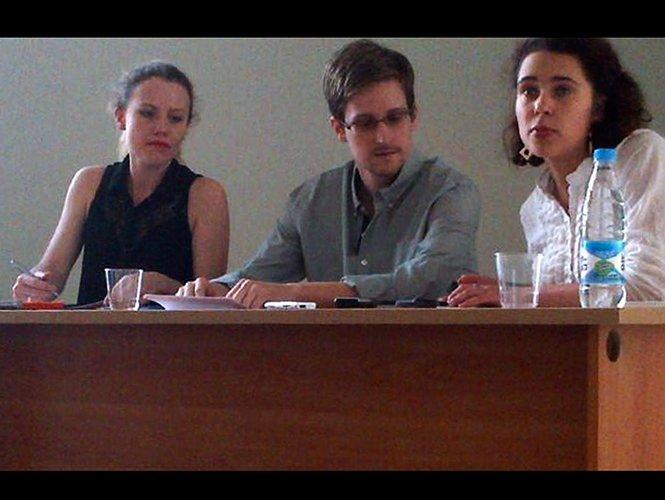 Edward Snowden pide asilo político a Rusia