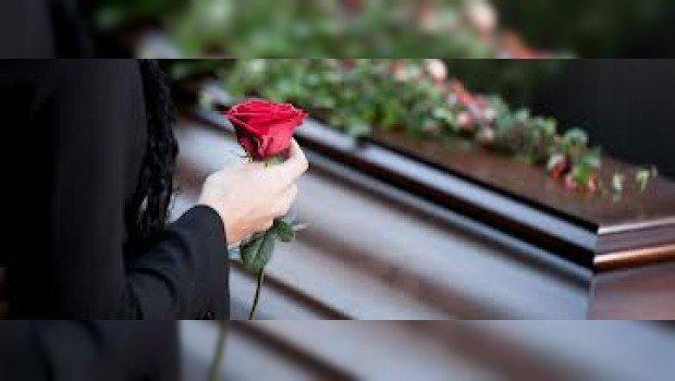 Insólito: no pudo enterrar a su madre por ser día 'feriado'