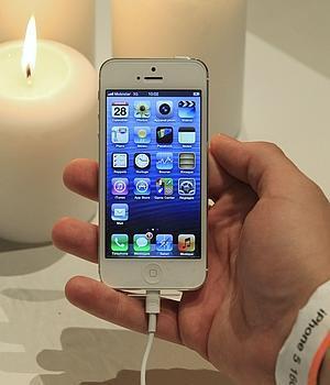 Demandan a Apple por la muerte de una joven